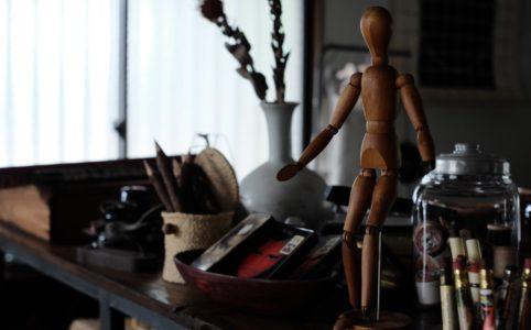 木製のデッサン人形