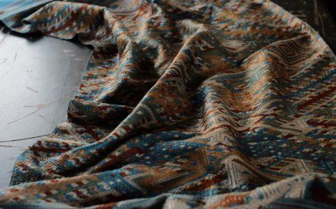 ラオスのシルク織り布