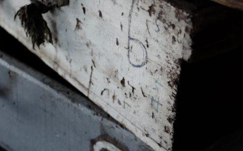 工場で使われていた長細い木箱