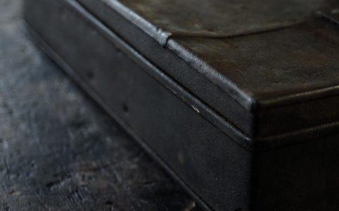 鉄製の工具箱