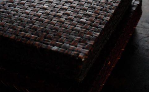 竹を編んだ文箱