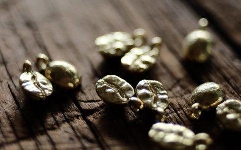 小さなコーヒー豆のネックレス