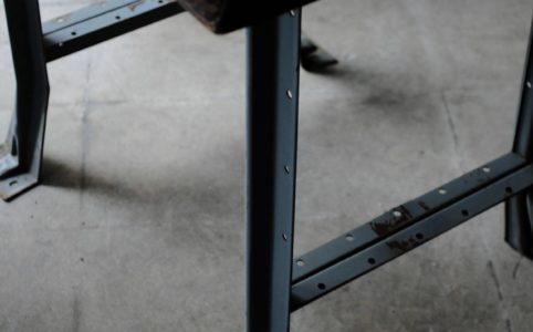 Hallowell ブルーグレーの鉄製の脚