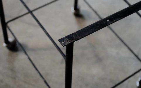 キャスター付きワゴンの鉄製の脚