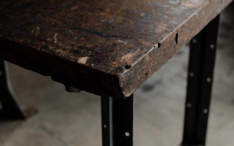 革工場で使われていた板