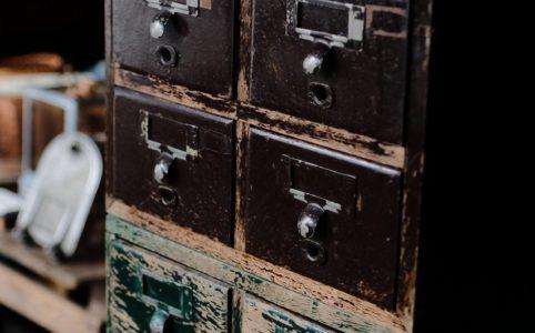 木製のファイル収納