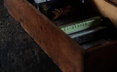 細長い木箱