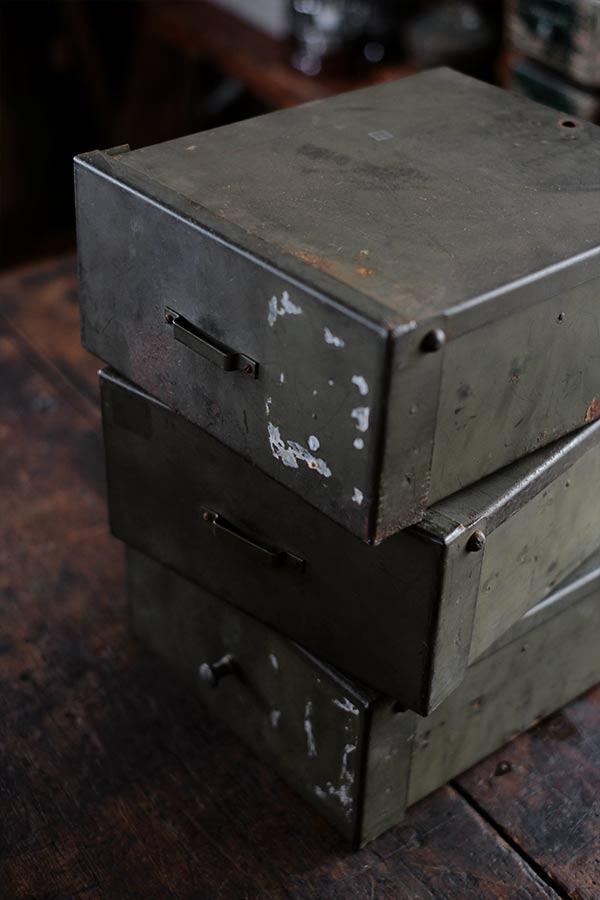 銀行の貸し金庫ボックス