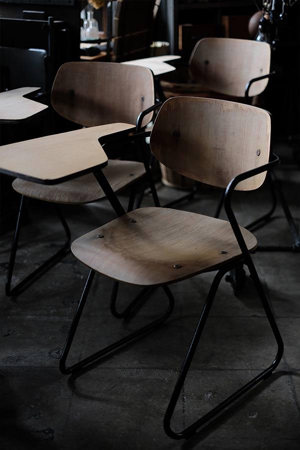 大学で使われていた折りたたみデスク付きチェア