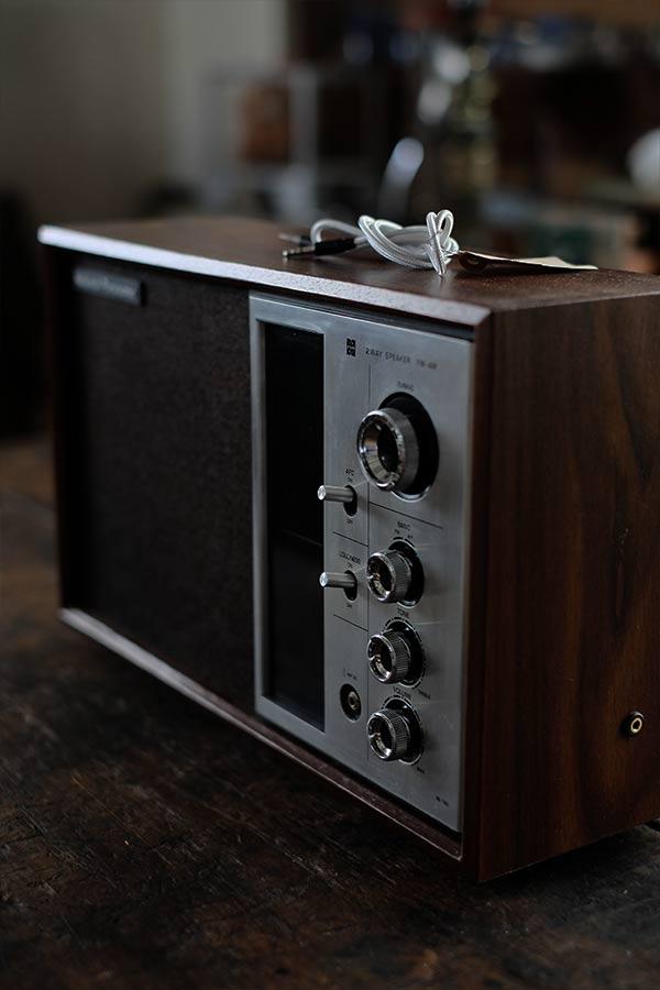トランジスタラジオ(ポータブルオーディオ用の端子付き)