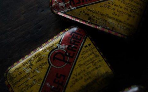 PASTILLES PERRET フランスの薬の缶