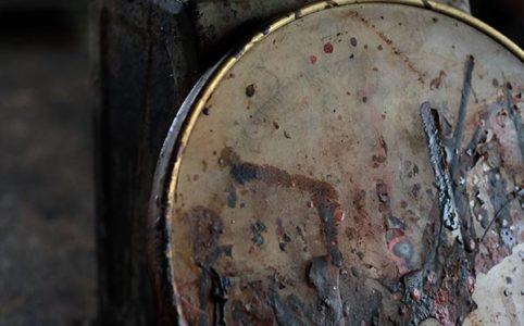 漆まみれの秤