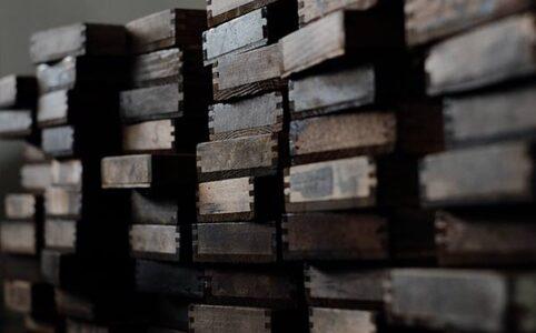 活版印刷の小さな木のトレイ
