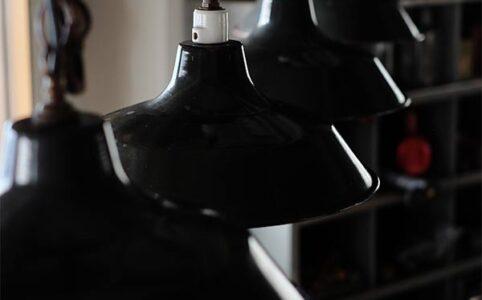 黒いホーローのペンダントライト(電球E-22/E-26)