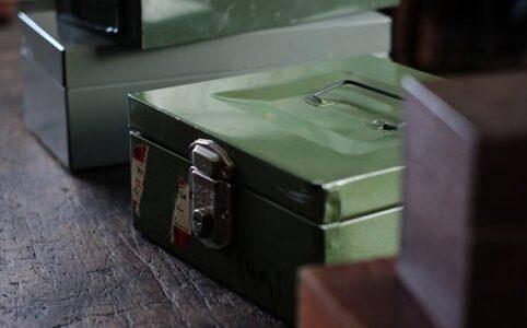 木とメタルの収納ボックス