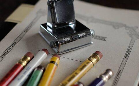 万年カレンダーと鉛筆ホルダー
