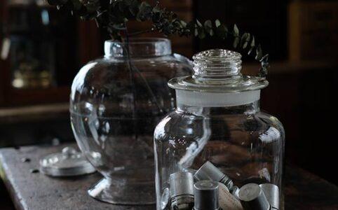 小ぶりな梅酒瓶と地球瓶