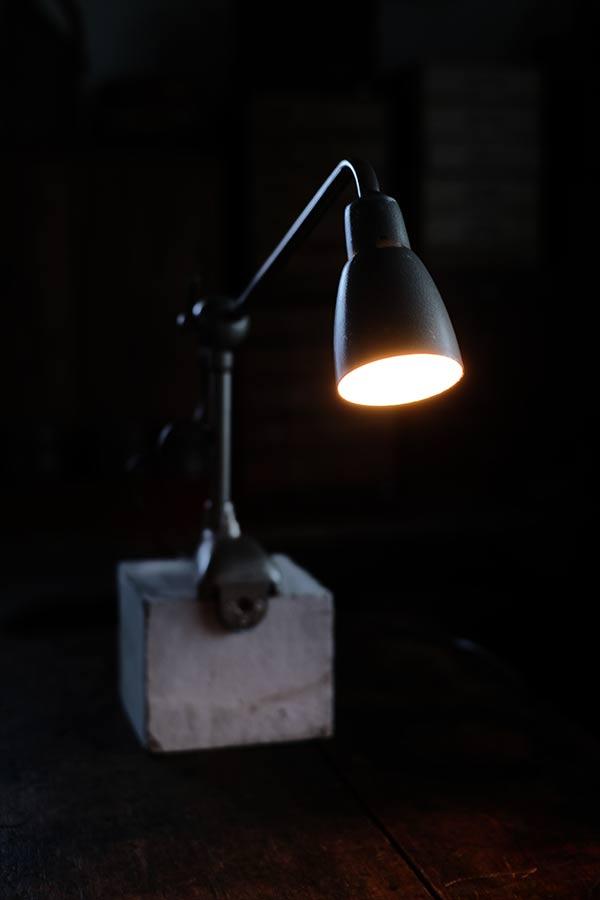 フランスのデスクランプ(電球B15D)