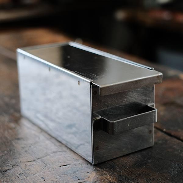 メタルの箱