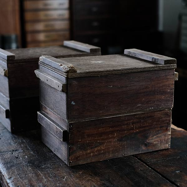 持ち手付きの木箱